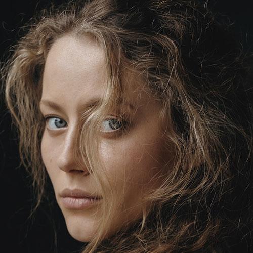 Henessi  Schmidt